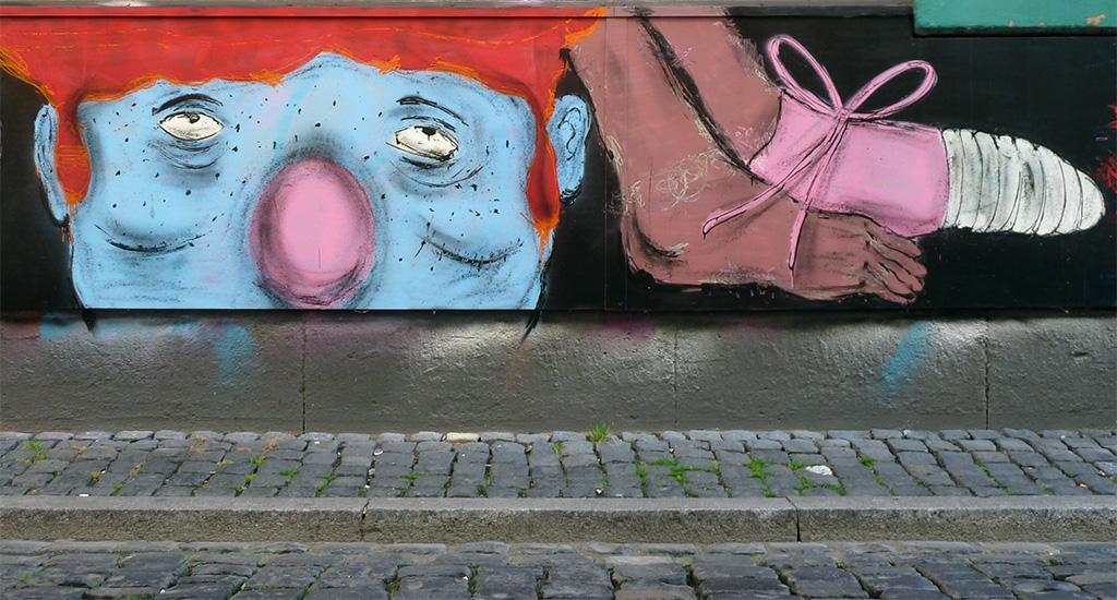 Streetart meets Ebbelwoi: 5stars bemalt die für Graffitikunst freigegebene Fläche am Haus des Fichtekränzi in Sachsenhausen.