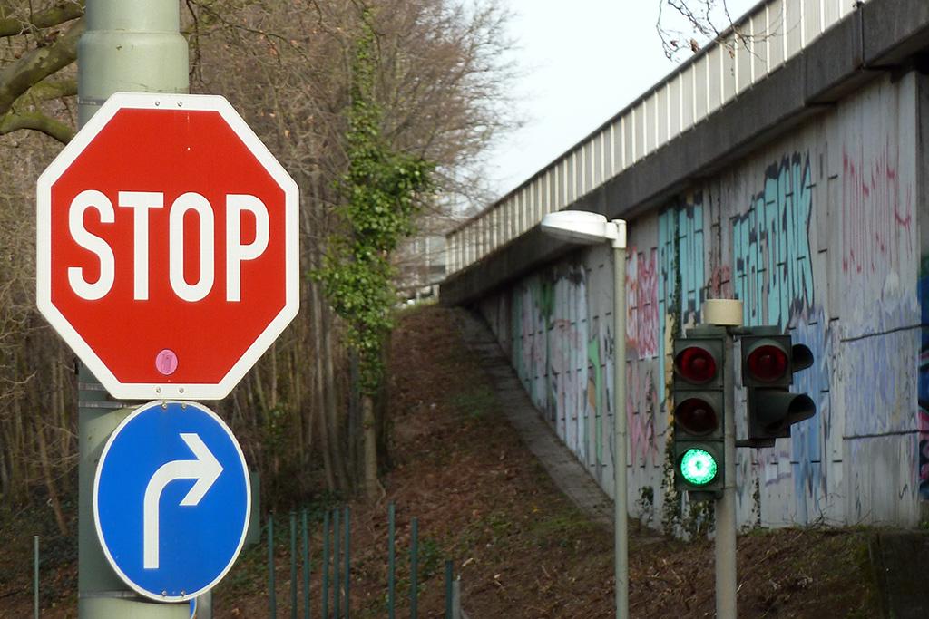 Graffiti in Frankfurt - Ratsweg, Ausfahrt A661