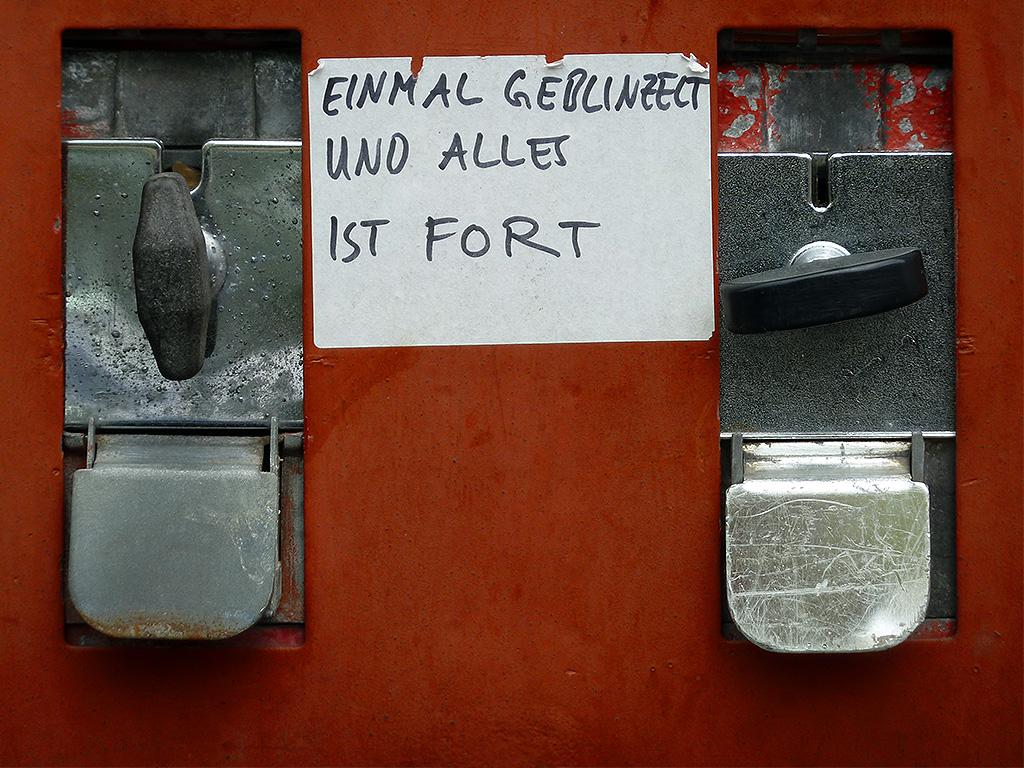 Stickerart in Offenbach - EINMAL GEBLINZELT UND ALLES IST FORT