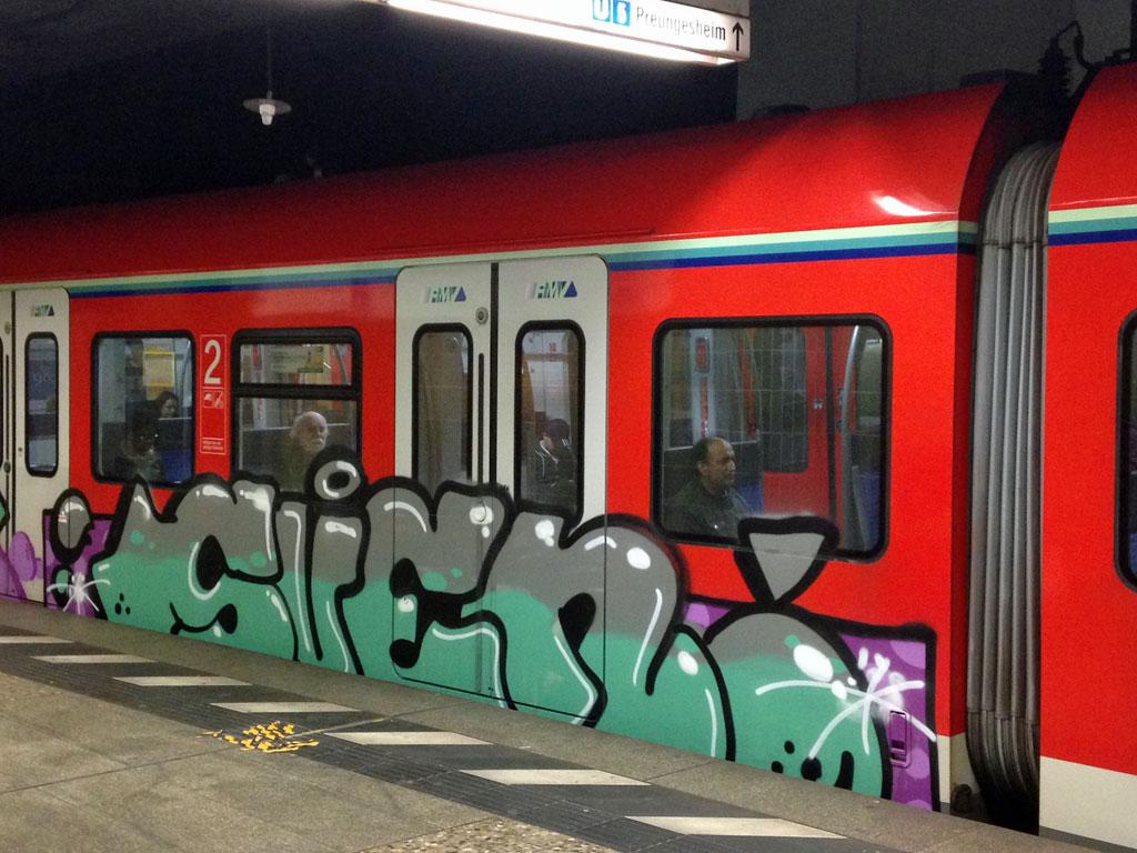 S-Bahn in Frankfurt-RheinMain mit Sven(?)-Graffiti