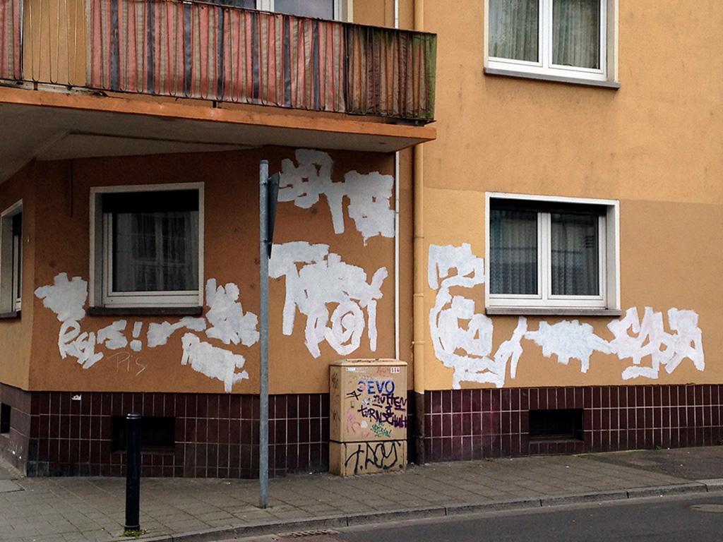 "Graffiti-Entfernung, auch ""Buff-Art"" genannt, in Offenbach"