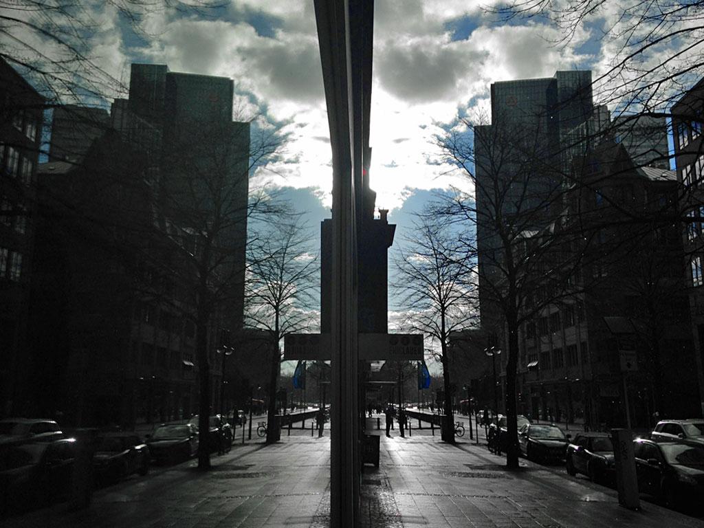 Schaufensterscheibe und Straße