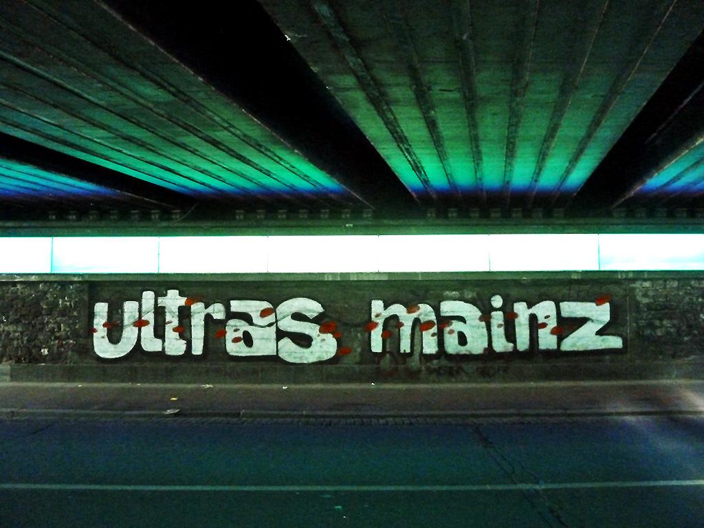 """Großer """"Ultras Mainz""""-Graffiti-Schriftzug in Mainz"""