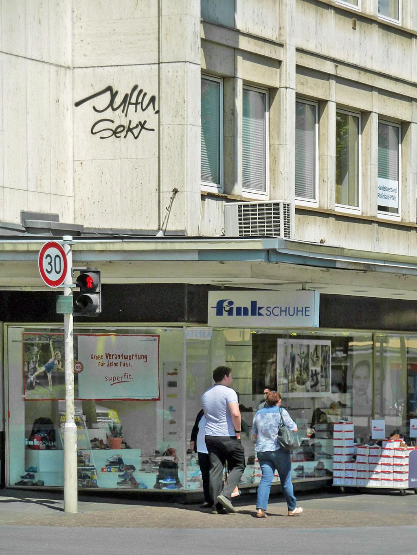 Rooftop-Graffiti in Mainz: Juhu, Sekt