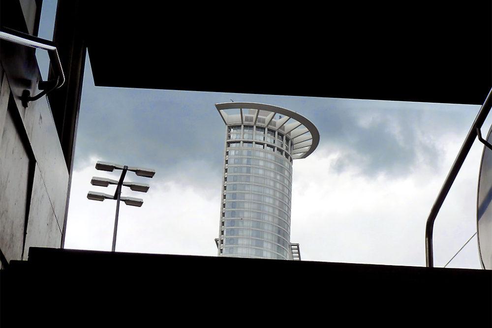 Kronenhochhaus vom HBF aus gesehen