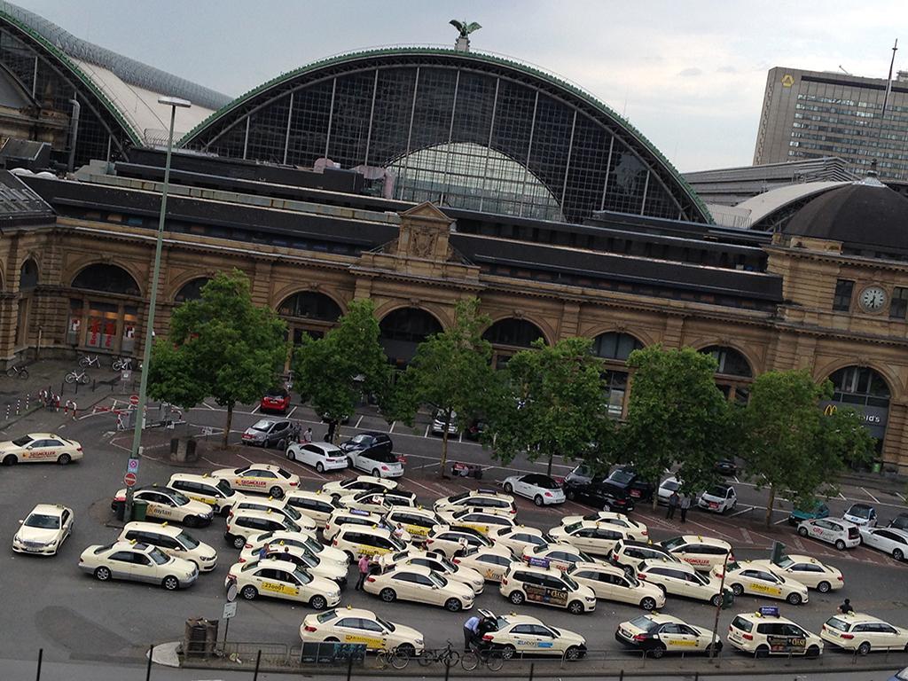 Taxistand beim Hauptbahnhof Frankfurt