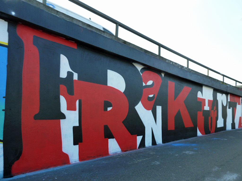Künstlerischer Frankfurt-Schriftzug als Graffiti