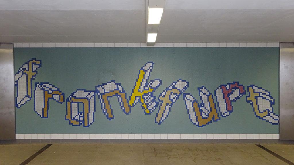 Frankfurt-Mosaik an der Haltestelle Stadion