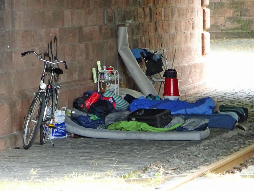 Obdachlosen-Schlafplatz am Mainufer