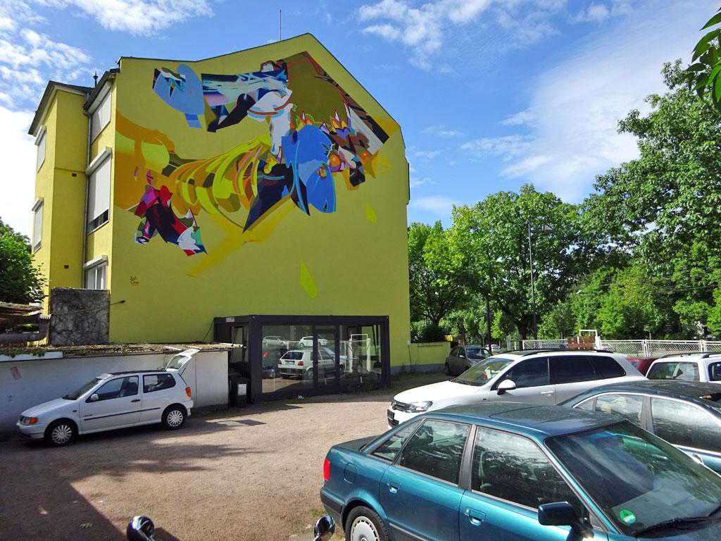 Abstrakte Hauswandgestaltung von Sat One für das Museum on the street-Projekt von Guido Zimmermann