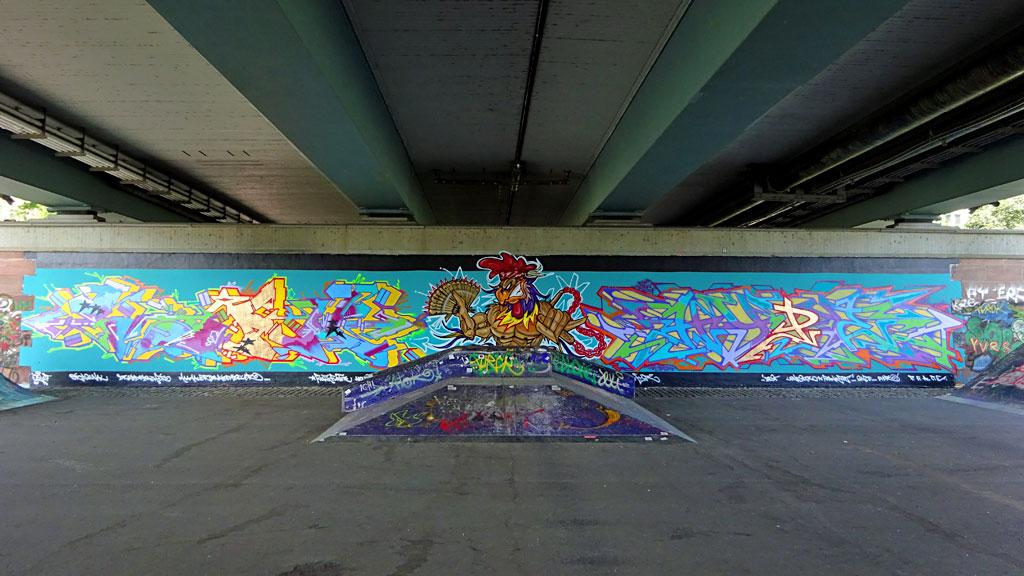 Graffiti an der Friedensbrücke: Gesamte Wand