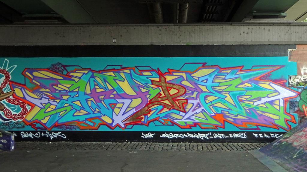 Graffiti an der Friedensbrücke: HYPE