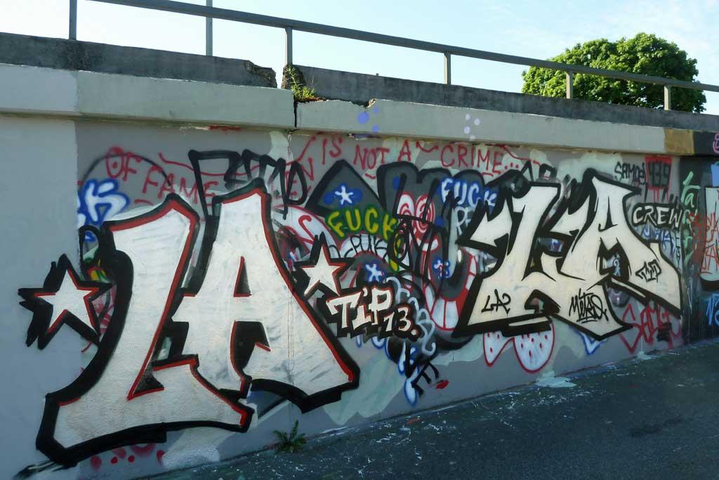 LA CREW-Graffiti am Ratswegkreisel