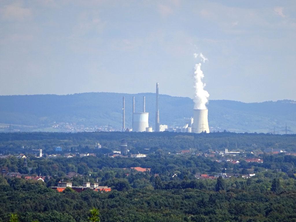 Blick vom Lohrberg auf das Dampfkraftwerk Staudinger