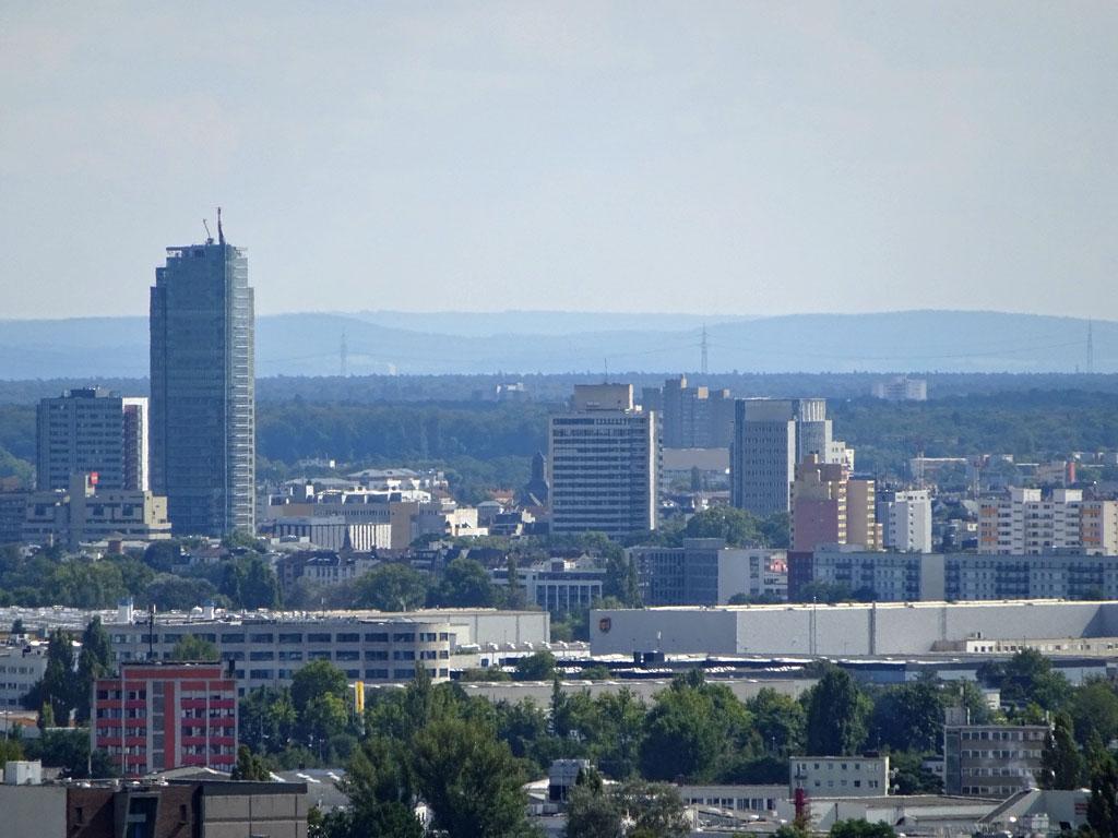 Blick vom Lohrberg auf den City Tower in Offenbach