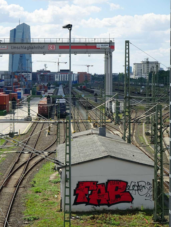 FAB-Graffiti in Nähe des Umschlagbahnhofs