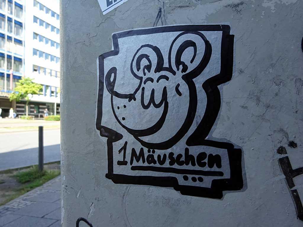 Streetart in Frankfurt - Aufkleber von Friendschiff