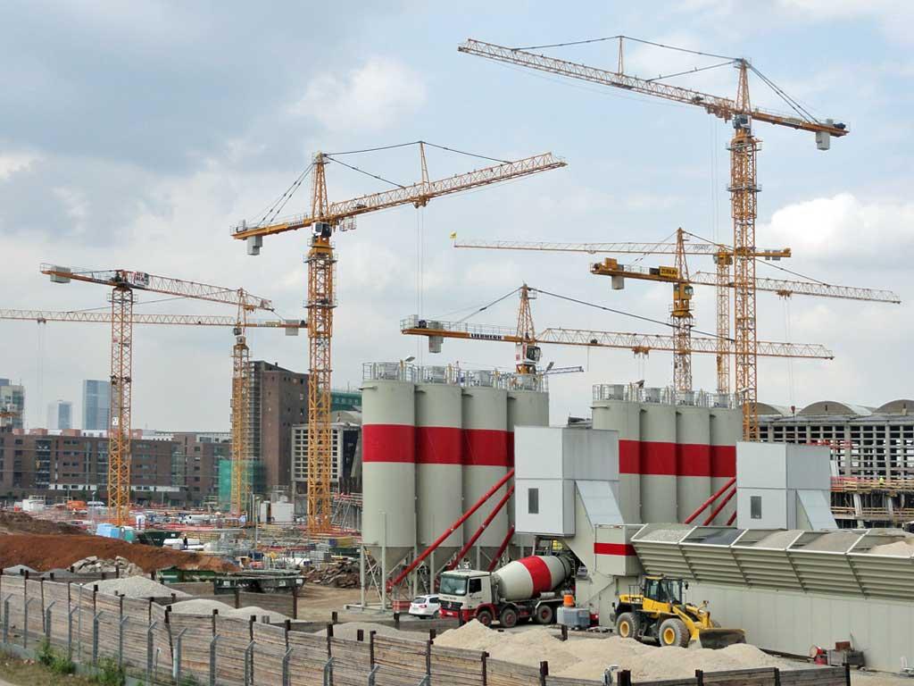 Kräne bei der EZB-Neubau-Baustelle in Frankfurt am Main