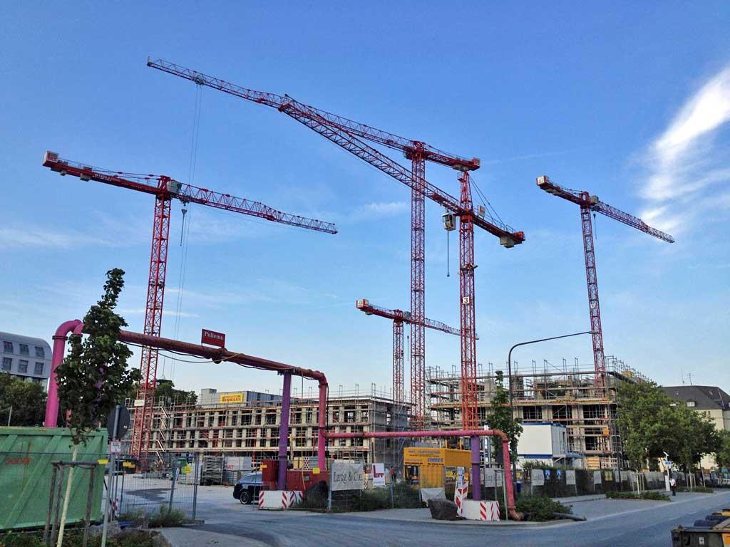 Kräne bei der Lindley-Quartie-Baustelle in Frankfurt am Main