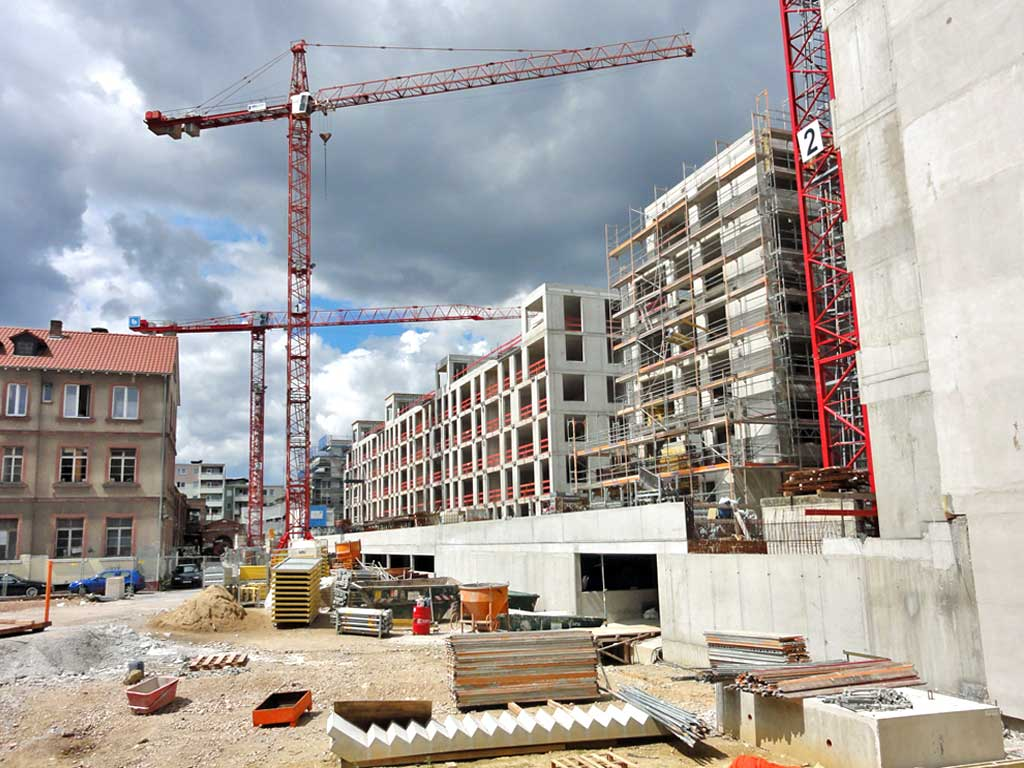 Kräne bei der Naxos-Baustelle in Frankfurt am Main