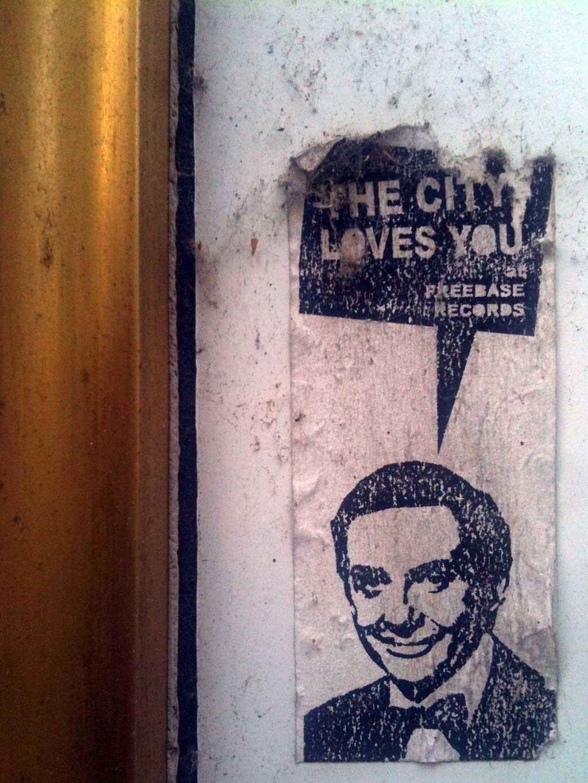 STREETART IN FRANKFURT - THE CITY LOVES YOU