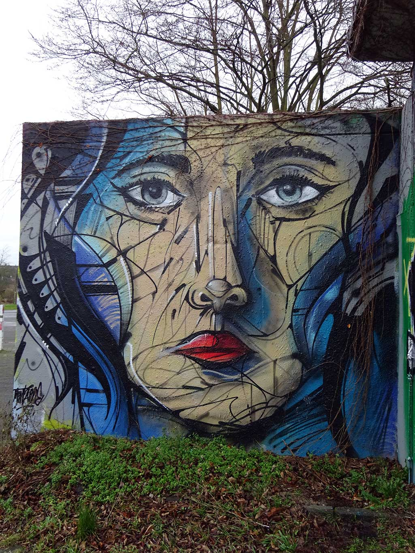 Graffiti in Bad Vilbel an der Freifläche am Freibad