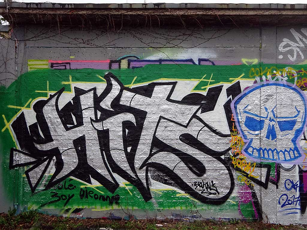 Hits-Graffiti in Bad Vilbel an der Freifläche am Freibad