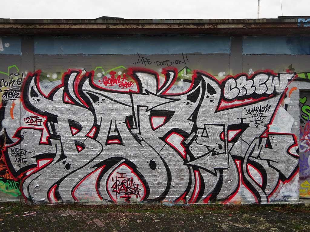 Born Crew-Graffiti in Bad Vilbel an der Freifläche am Freibad