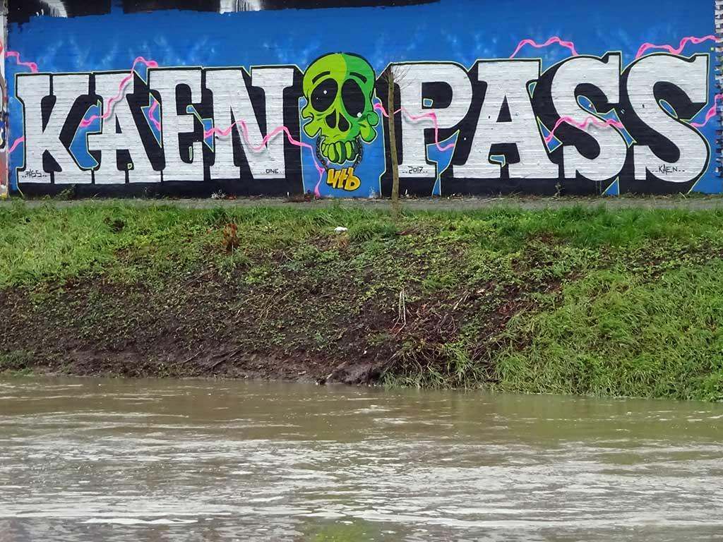 Kaen Pass-Graffiti in Bad Vilbel an der Freifläche am Freibad
