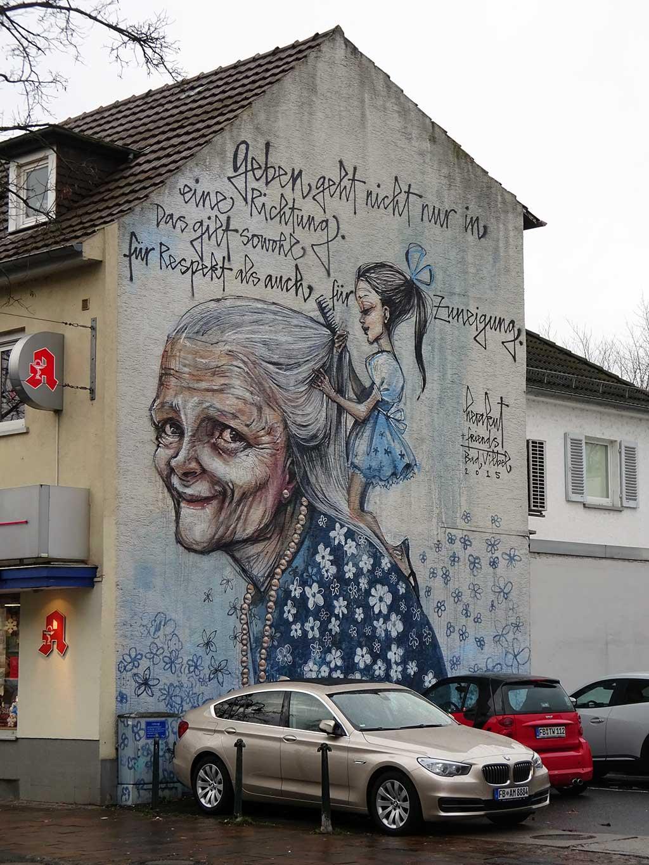 Geben geht nicht nur in eine Richtung - Mural von Herakut in Bad Vilbel