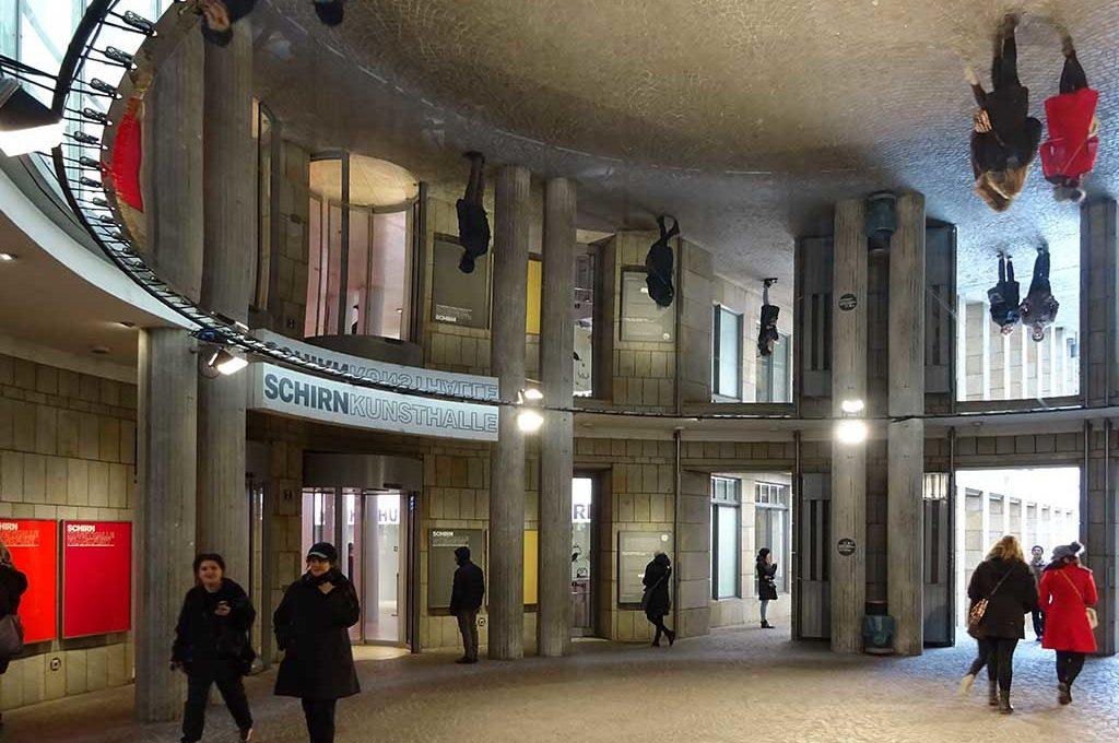 Spiegel-Installation in der Schrin-Rotunde