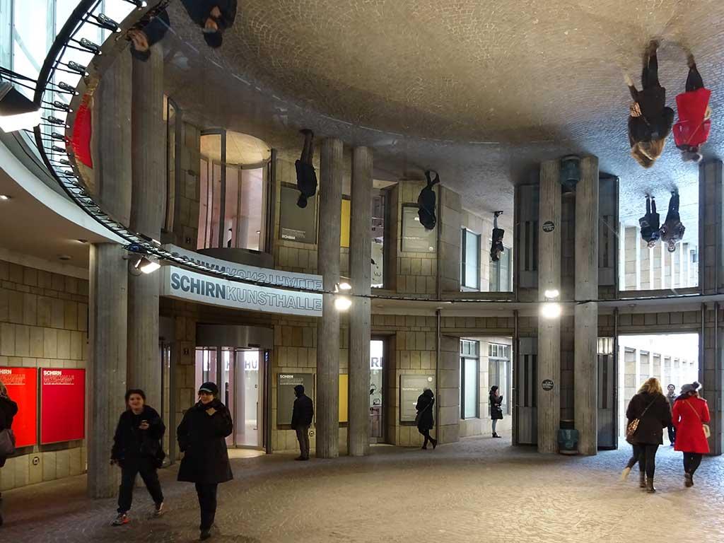 Spiegel-Installation in der Rotunde der Schirn Kunsthalle
