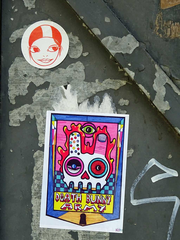 Aufkleber in Frankfurt - Augenmädchen und Death Bunny Army