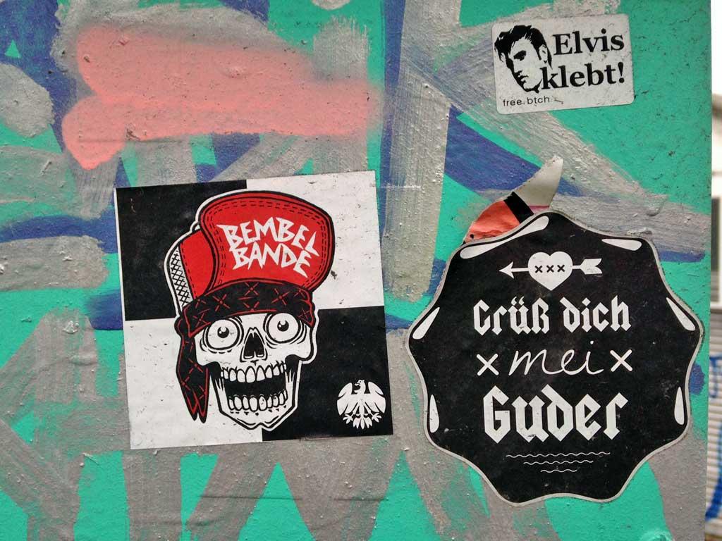 Aufkleber in Frankfurt - free.btch Elvis klebt!, Bembel Bande und Grüß dich mei Guder