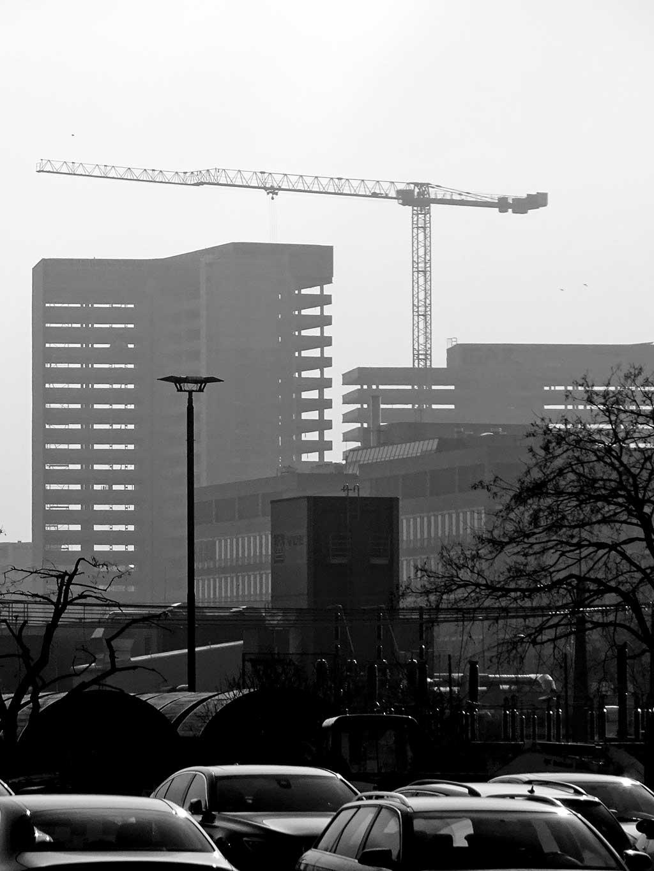 Offenbach schwarz-weiss-Fotografie: Gegen die Sonne fotografiert