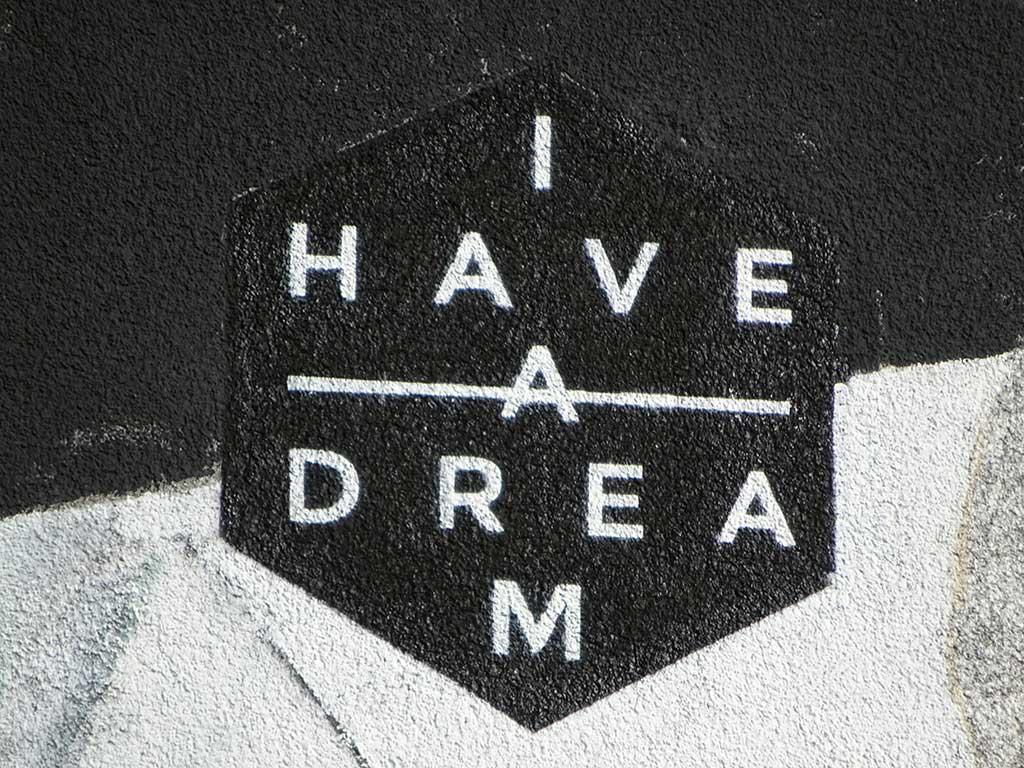 """""""I have a dream"""" - Street Art in Hattersheim: Mural eines Fuchses im Astronautenanzug."""