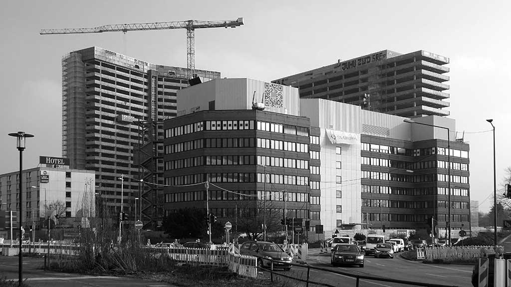 Offenbach schwarz-weiss-Fotografie: Hochhäuserkomplex am Kaiserleikreisel in Offenbach