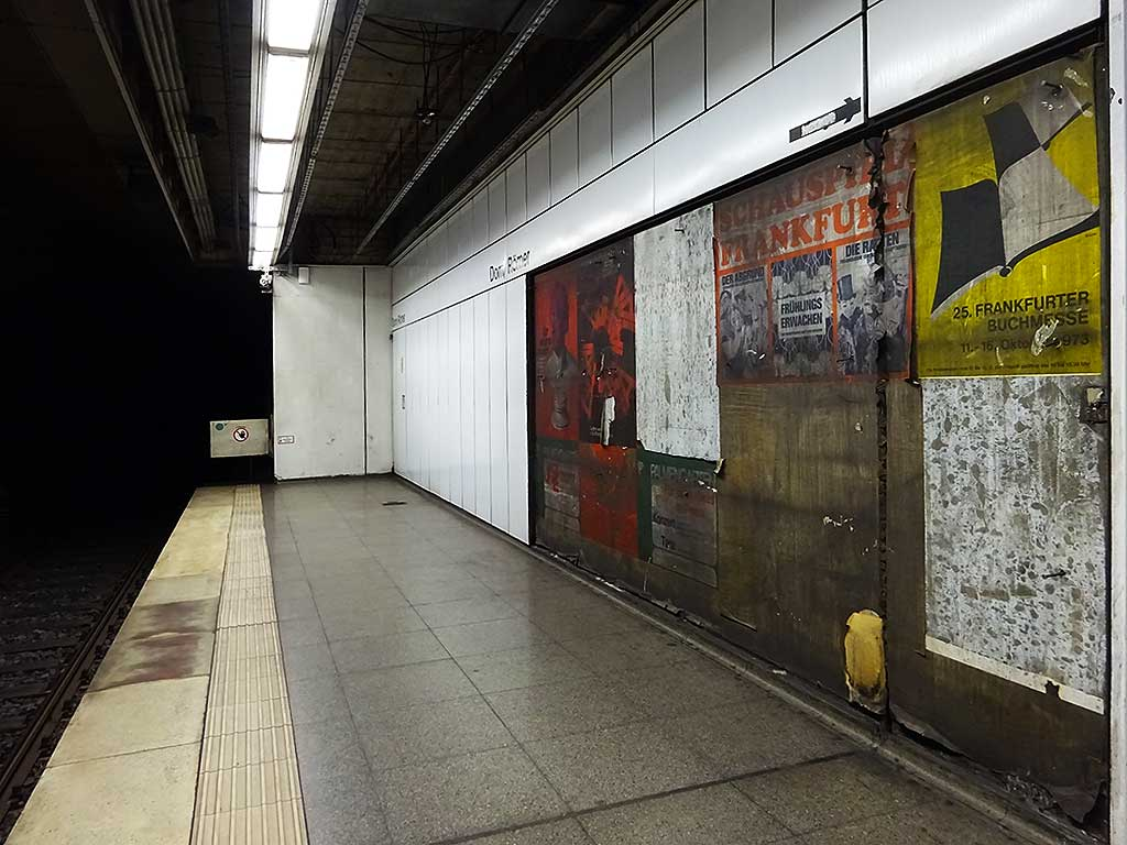 """Werbung von 1973 am U-Bahnhof """"Dom/Römer"""""""