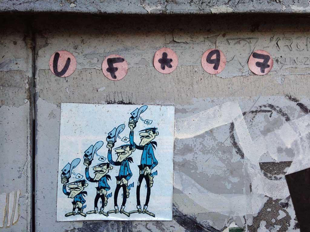 Aufkleber in Frankfurt - UF 97 und Daltons
