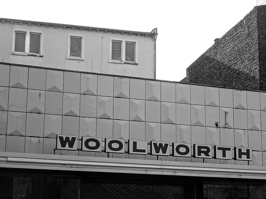 Offenbach schwarz-weiss-Fotografie: Woolworth in Offenbach