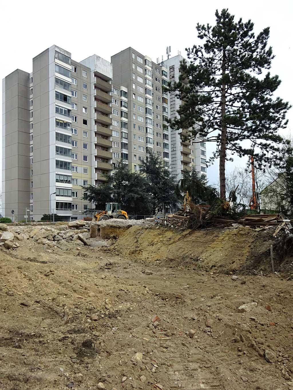 Hochhaus und Baustelle obere Berger Straße