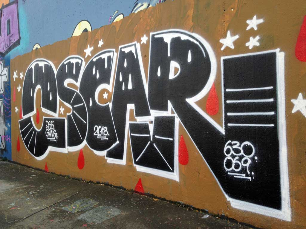 Oscar-Graffiti an der Hall of Fame am Ratswegkreisel