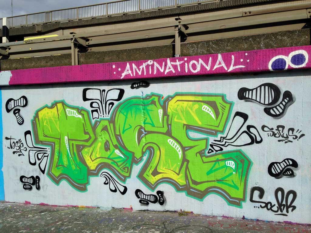 Tase-Graffiti an der Hall of Fame am Ratswegkreisel