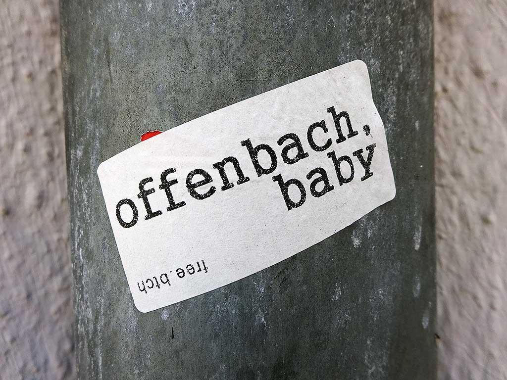 "free.btch-Aufkleber ""Offenbach, Baby"""