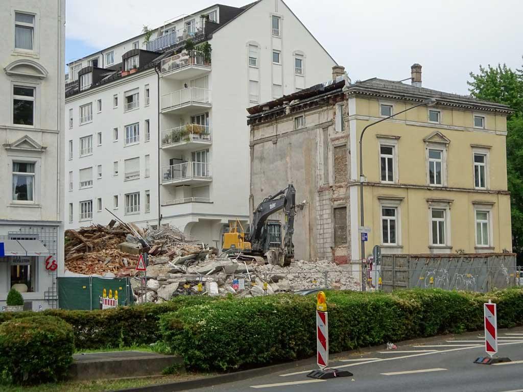 Wertheim-Villa und Café-Wien-Baustelle in Bornheim