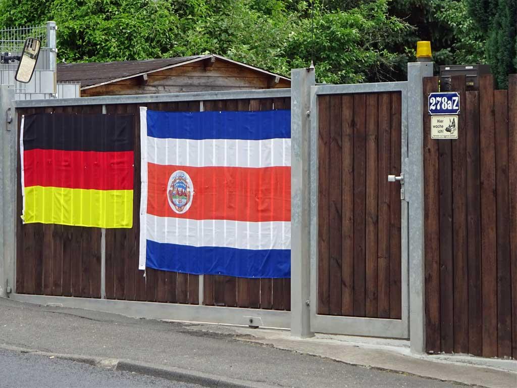 Fußball WM 2018 - Costa Rica-Flagge in Frankfurt