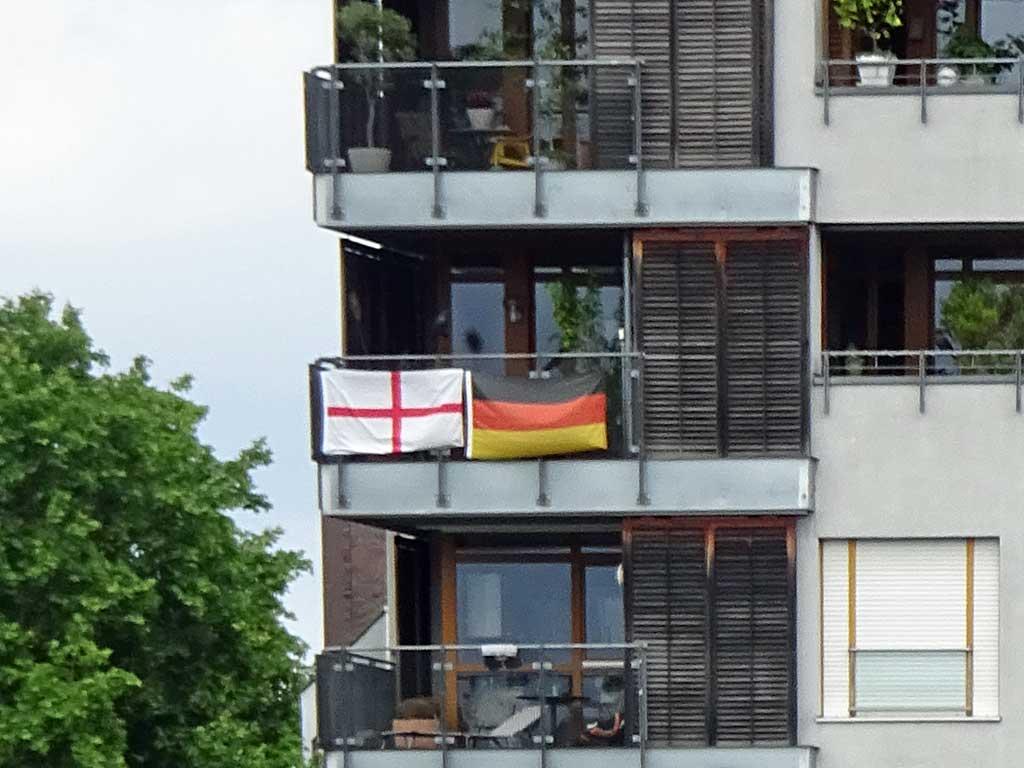 Fußball WM 2018 - England-Flagge in Frankfurt