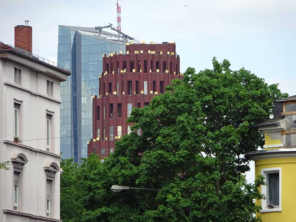 Blick auf EZB und Main Plaza