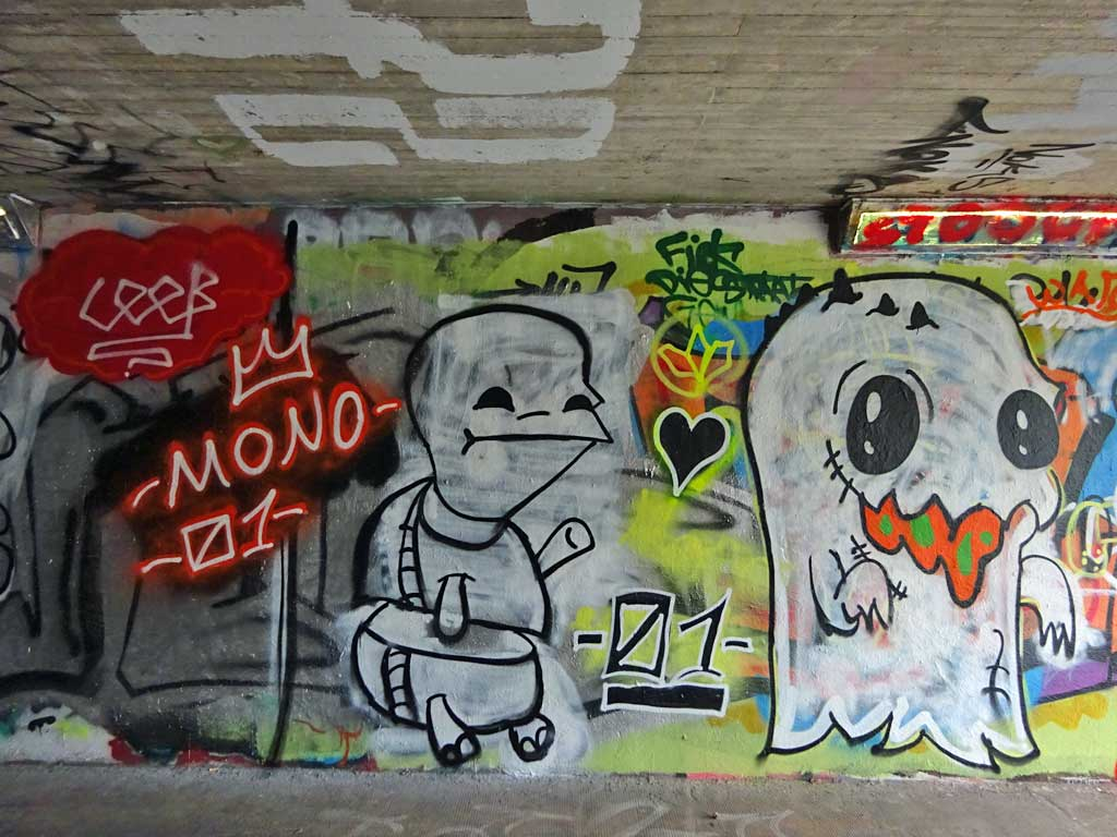 Mono-Graffiti bei der Hall of Fame in Frankfurt
