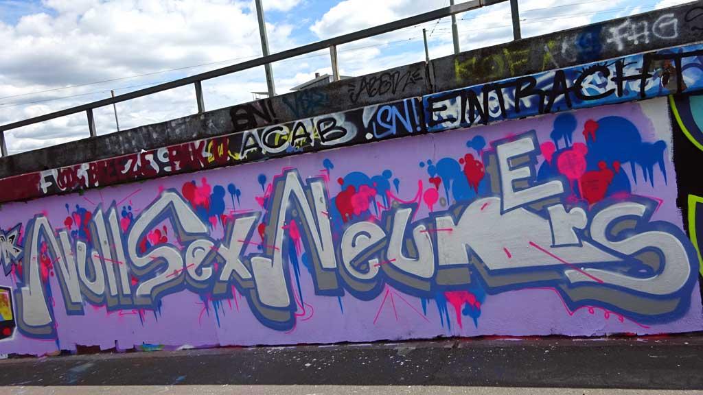 Null Sex Neuners-Graffiti bei der Hall of Fame in Frankfurt